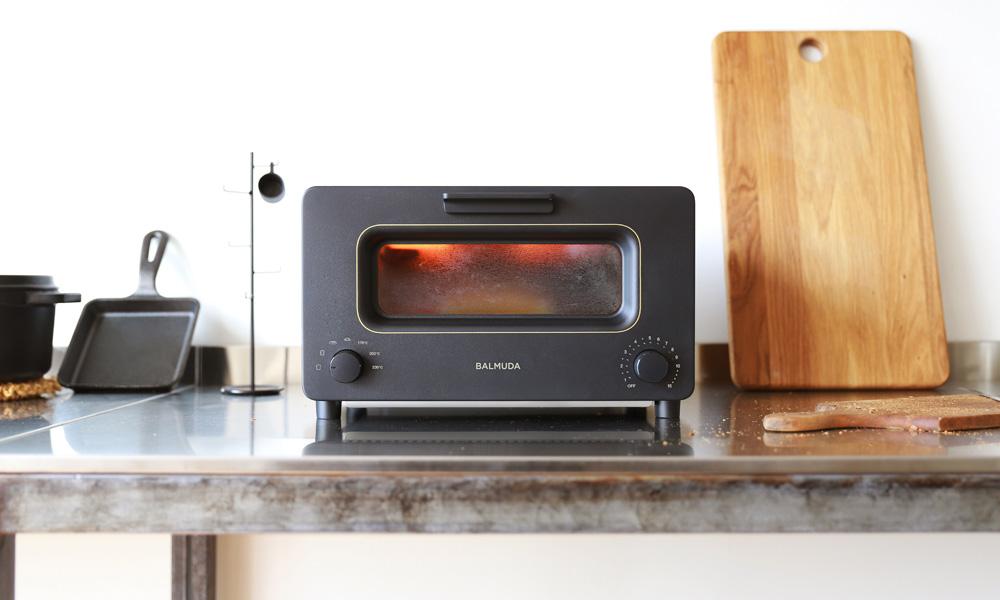 BALMUDA The Toaster (バルミューダ ザ・トースター) / 従来品との違いは、独自のスチームと完璧な温度制御