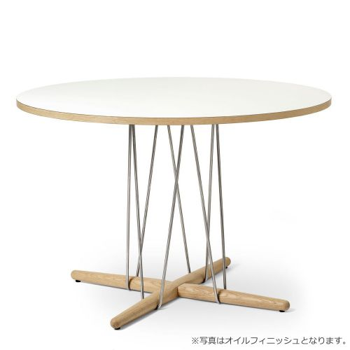 E020 エンブレイステーブル φ110cm ホワイト / オーク材 ソープフィニッシュ (Carl Hansen & Son / カールハンセン&サン)