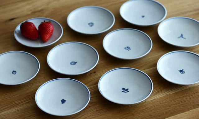中央の絵柄が愛おしい、和洋折衷な豆皿