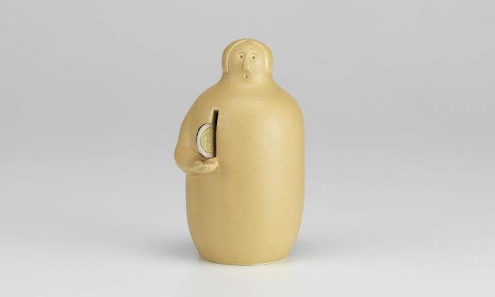 フィンランドの季節を祝う行事をもとにデザインされた陶器